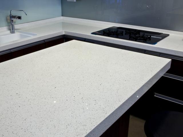 Shining White Quartz Stone with Bright Surface for Prefab Countertops